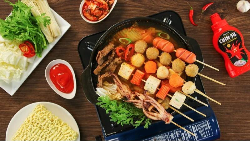 Không nên ăn các món ăn cay nóng và có chất bảo quản