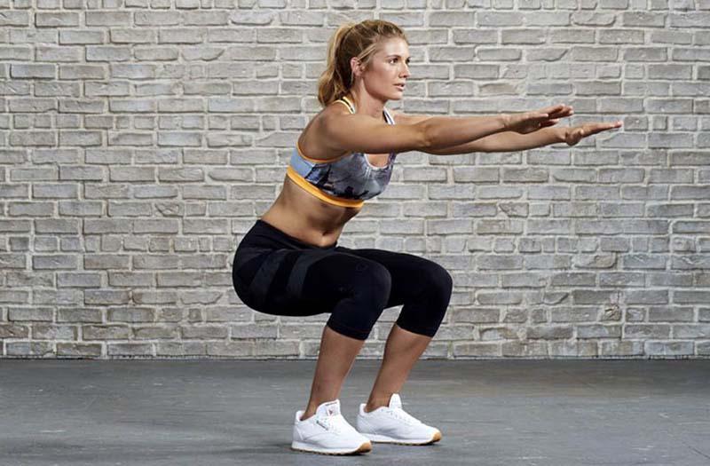 Người bệnh có thể thực hiện bài tập squat để cải thiện tình trạng bệnh
