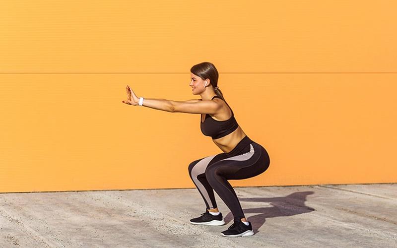 Bài tập Squat tăng cường đầu gối giúp giảm cơn đau