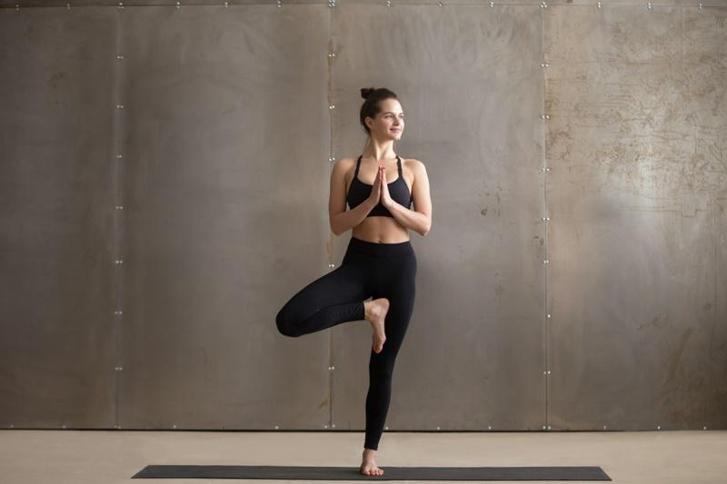 Bài tập yoga tư thế hình cây