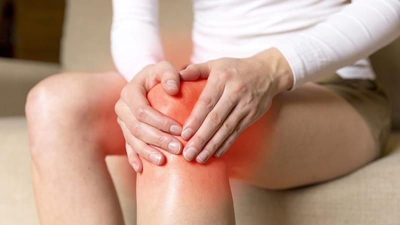Sau khi tập luyện nếu thấy sưng, đau khớp, người bệnh nên chườm ấm