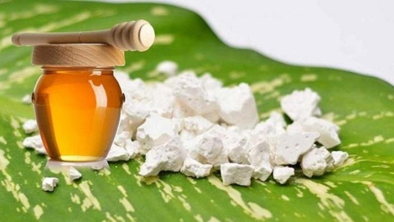Dùng mật ong và bột sắn dây