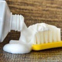 cách trị tàn nhang bằng kem đánh răng