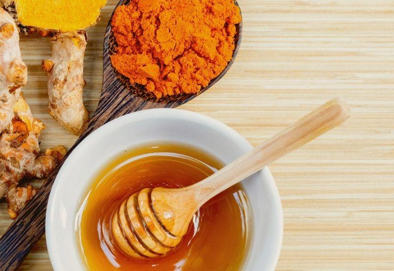 Kết hợp mật lợn, nghệ và mật ong đẻ chữa bệnh đại tràng
