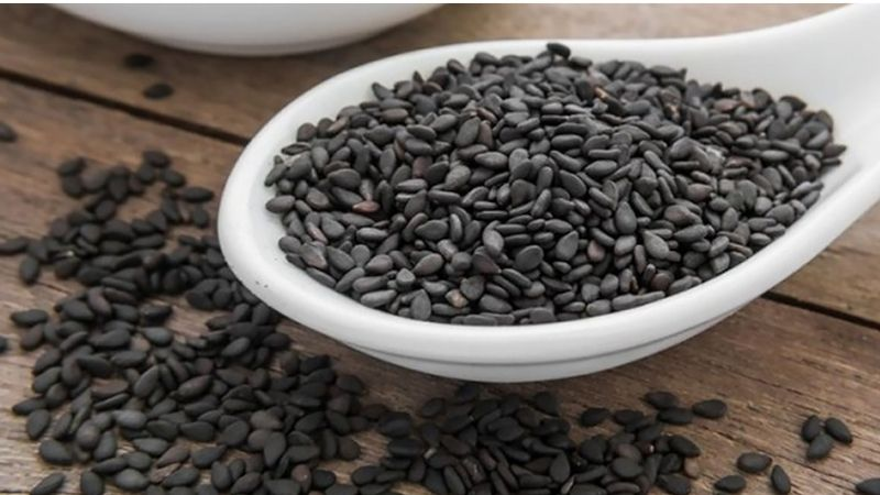 Ăn vừng đen trực tiếp là cách chữa viêm đại tràng có hiệu quả rất tốt, bởi người bệnh có thế hấp thụ mọi dưỡng chất có trong đó