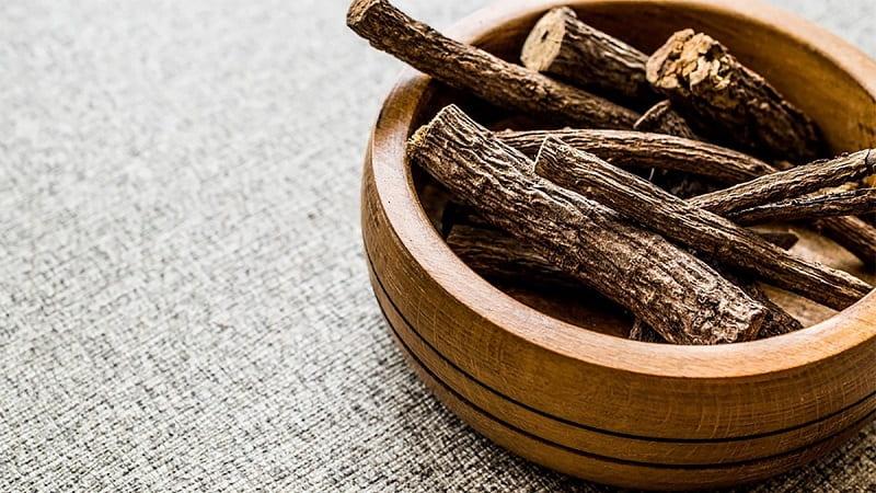Người bệnh có thể kết hợp cỏ mần trầu với cam thảo để tăng thêm hiệu quả điều trị