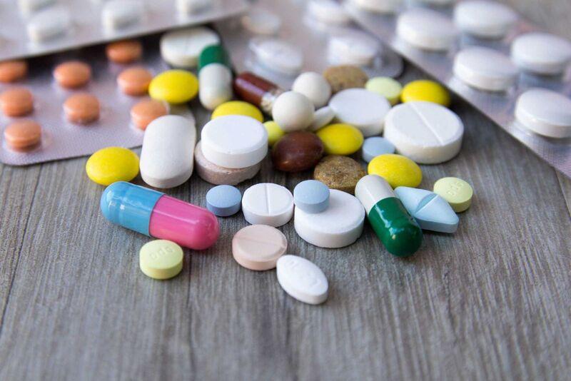Khi sử dụng thuốc kháng sinh, người bệnh hãy tuân thủ theo chỉ định của bác sĩ.