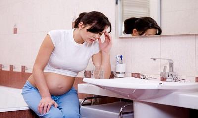 Đau đầu buồn nôn khi mang thai có sao không? Điều trị thế nào?