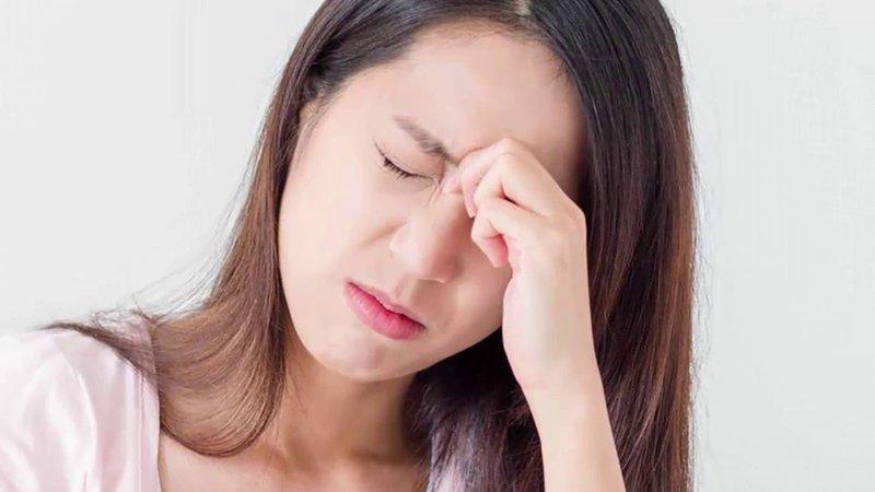 Chứng đau đầu căng cơ thường bị nhầm lẫn với đau nửa đầu
