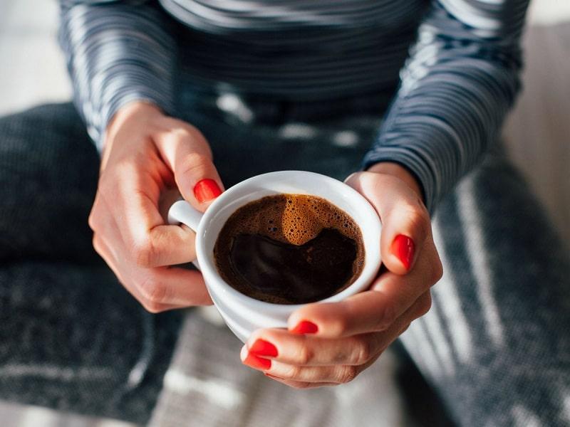 """Đồ uống chứa nhiều caffein là """"sát thủ ngầm"""" gây đau đầu cho người bệnh"""