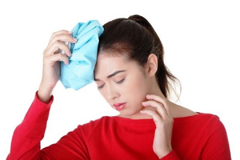 Chườm lạnh là cách đơn giản để đẩy lùi cơn đau đầu nhanh chóng
