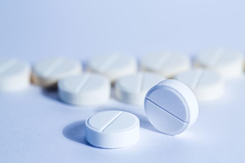 Người bệnh nên tham khảo ý kiến bác sĩ hoặc chuyên gia trước khi sử dụng sản phẩm