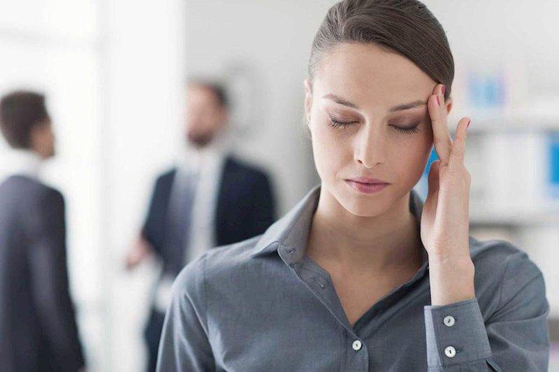 Đau nửa đầu Migraine cũng là nguyên nhân phổ biến gây chứng bệnh này