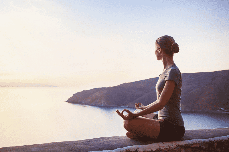 Ngồi thiền sẽ giúp làm giảm các cơn đau đầu và nâng cao khả năng chịu đau đớn.