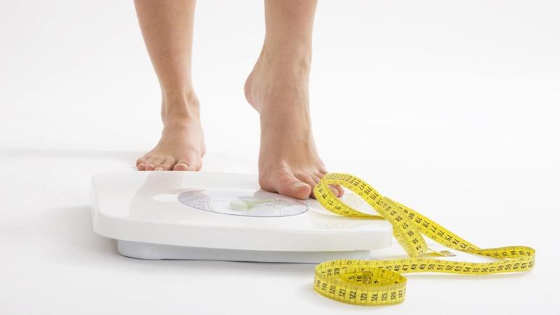 Người bị gai cột sống nếu muốn đạt kết quả tốt trong quá trình điều trị cần duy trì cân nặng ổn định.