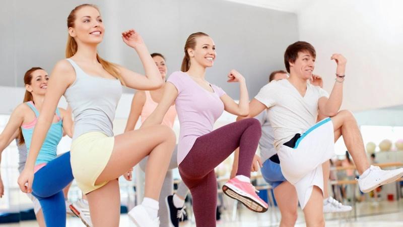 Nên khởi động kỹ trước khi tập để tránh bị chuột rút hoặc chấn thương trong quá trình luyện tập