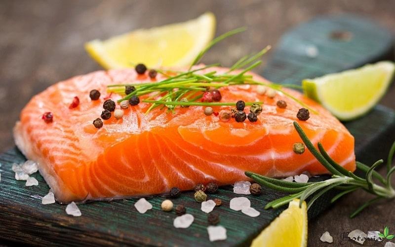 Khó ngủ ăn gì? Nên ăn cá