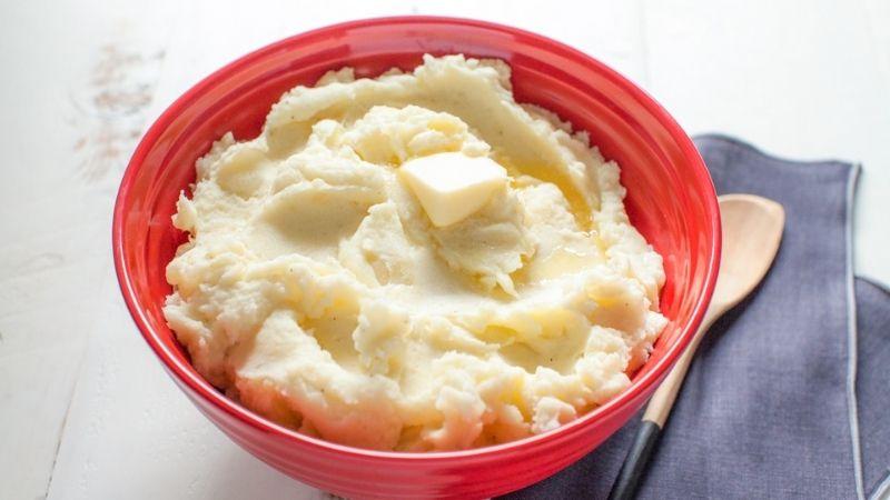Khoai tây cũng là nguyên liệu làm mặt nạ trị mụn thâm cho da dầu rất tốt