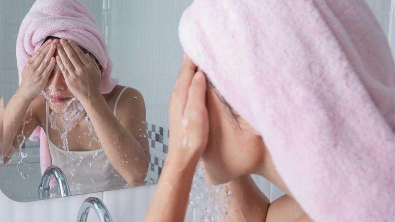 Bạn cần làm sạch da mặt đều đặn mỗi ngày