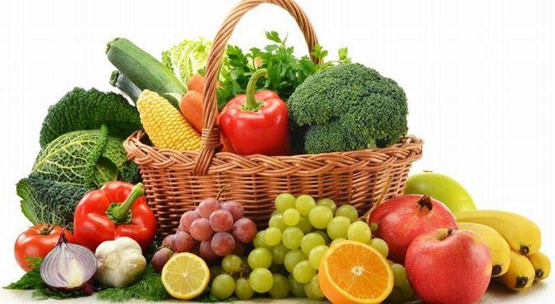 Nên bổ sung nhiều rau xanh và trái cây mỗi ngày
