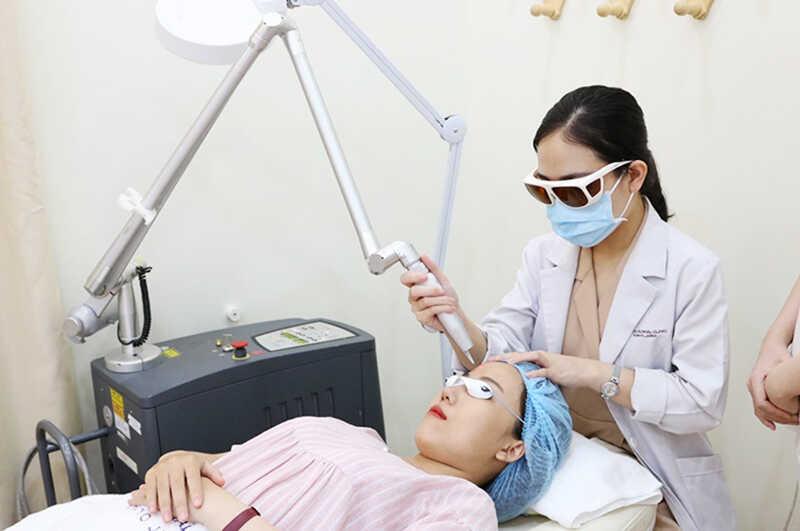 Các phương pháp công nghệ cao để điều trị mụn ngày càng được áp dụng nhiều tại các bệnh viện, spa