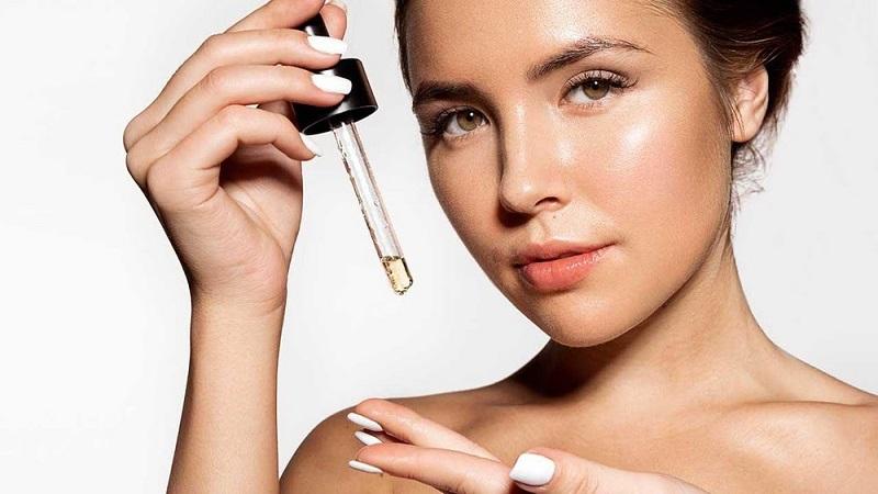 Ngoài ra người bệnh có thể sử dụng các sản phẩm trị mụn và chăm sóc da khác