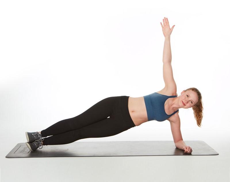Tư thế Side Plank giúp săn chắc cơ cho bệnh nhân thoát vị đĩa đệm