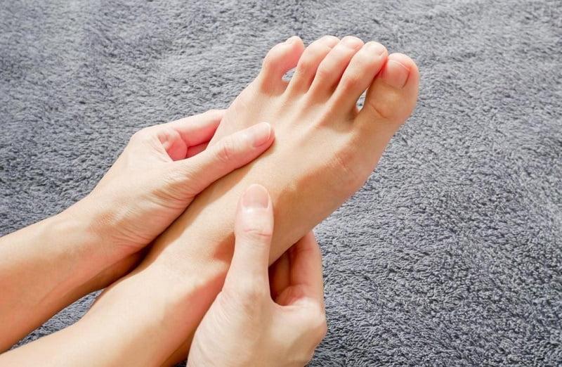 Thoát vị đĩa đệm gây tê chân là biến chứng rất thường gặp