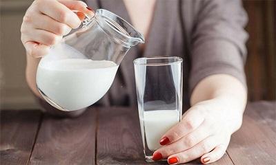 Người bị trào ngược dạ dày có nên uống sữa