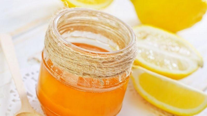 Mật ong có thể kết hợp với chanh để tăng cường hiệu quả