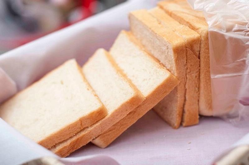 Bánh mì giúp thấm hút dịch vị từ đó hạn chế tình trạng trào ngược dạ dày