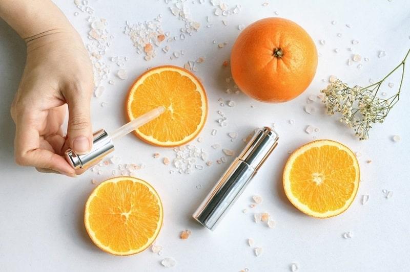 Vitamin C trong mỹ phẩm được sử dụng khá phổ biến
