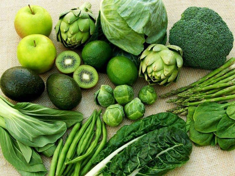 Nếu bạn thắc mắc ăn những gì để tăng chiều cao, hãy tìm đến các loại rau lá xanh