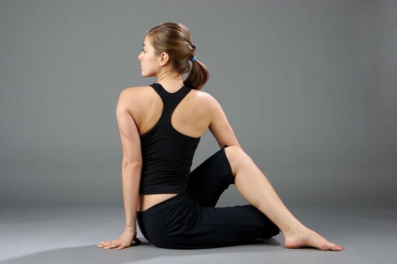 Bài tập căng ngang ngực cho người đau mỏi vai gáy