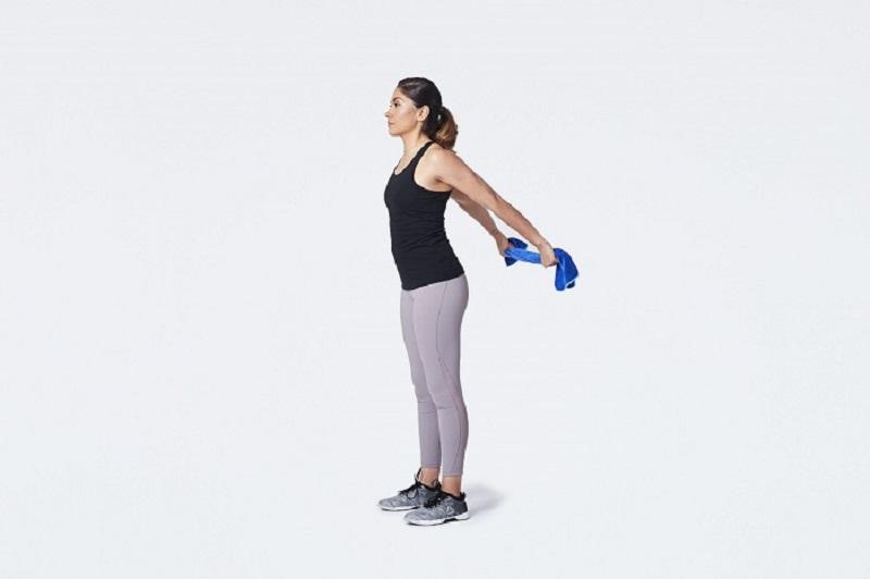 Bài tập mở rộng ngực này sẽ làm tăng tác động đến khu vực vai gáy