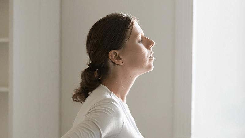 Thả lỏng cơ cổ - bài tập trị liệu thoái hóa đốt sống cổ