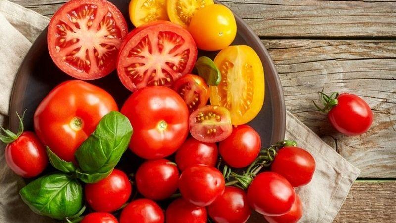 Cà chua bổ sung nhiều vitamin giúp dưỡng sáng gia và giảm tàn nhang