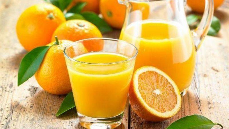 Nước cam tươi cũng phát huy công dụng dưỡng trắng rất tốt