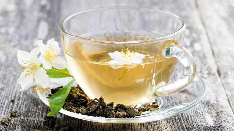 Sử dụng trà mật ong và hoa nhài vừa có tác dụng cải thiện sức khỏe, vừa giúp người dùng dễ ngủ