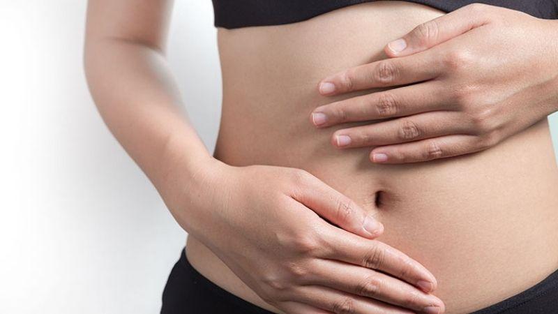 Bấm huyệt và xoa bóp bụng để giảm đau