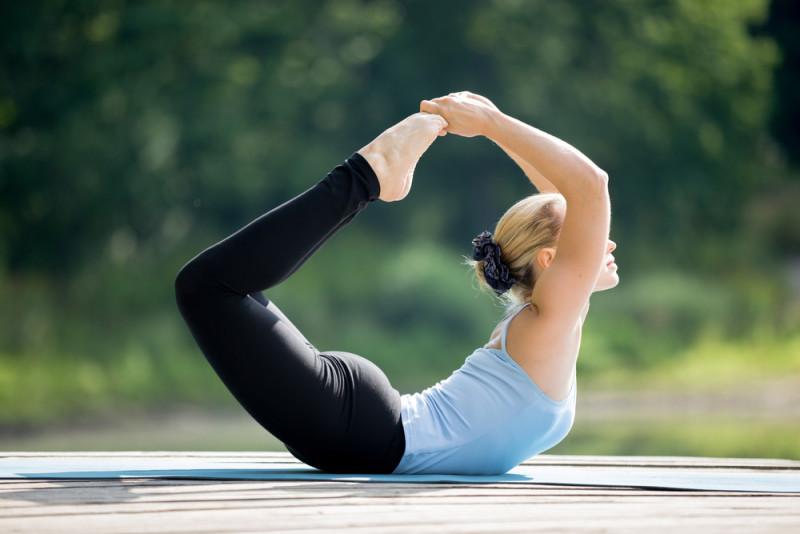 Cách giảm cân an toàn tại nhà - Tập yoga với tư thế cánh cung