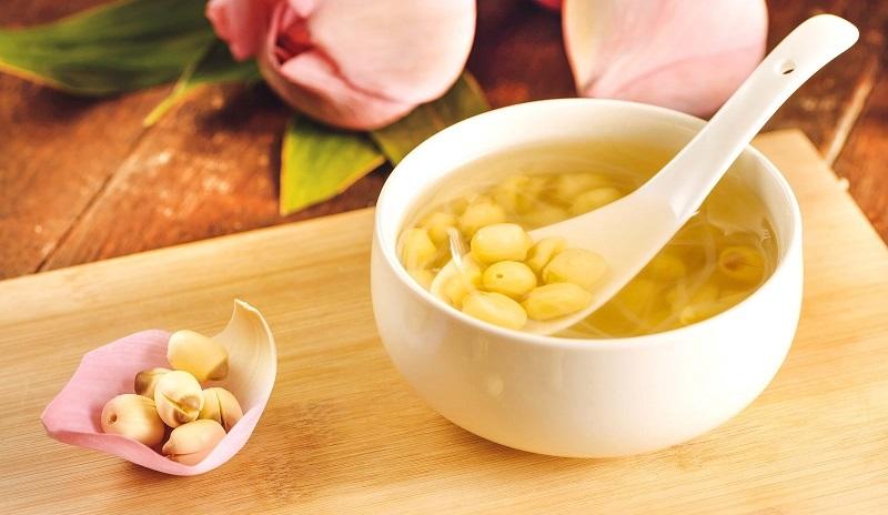 Chè hạt sen có hương vị thơm ngon, giúp người dùng dễ dàng đi vào giấc ngủ