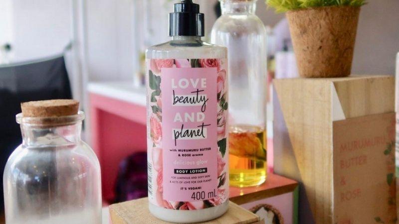 Sản phẩm làm trắng da toàn thân Love Beauty & Planet Rose Delicious Glow Body Lotion