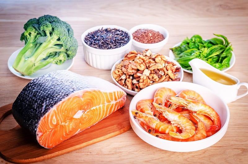 Người bị loãng xương cần chú ý đến chế độ ăn uống