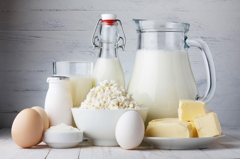 Người bị loãng xương nên uống nhiều sữa