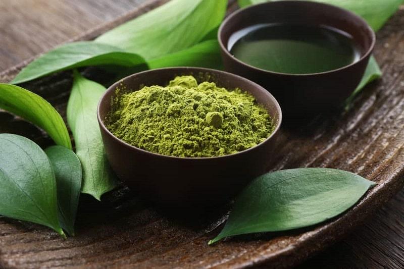 Sử dụng mặt nạ trà xanh nguyên chất trị mụn và thâm