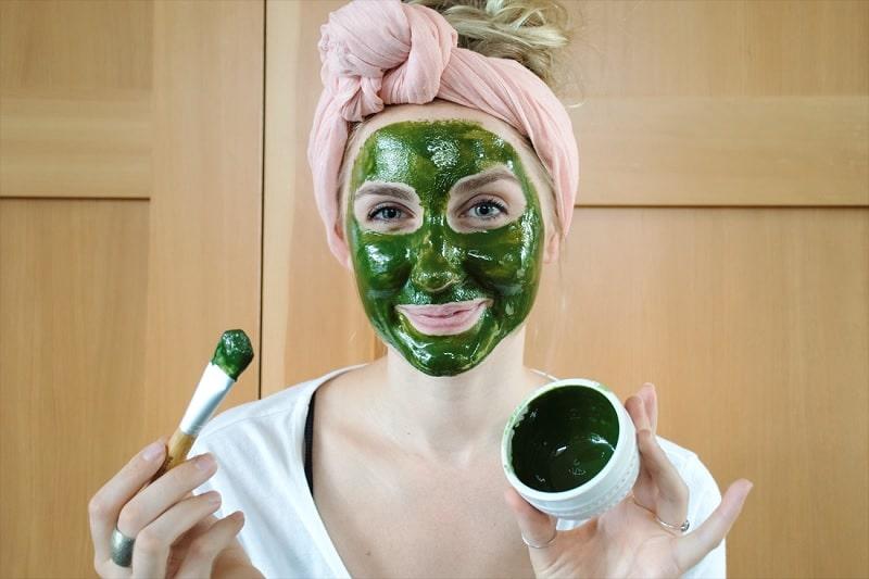 Trà xanh là một trong những nguyên liệu rất phổ biến giúp làm đẹp da, chăm sóc, hỗ trợ cải thiện sức khỏe