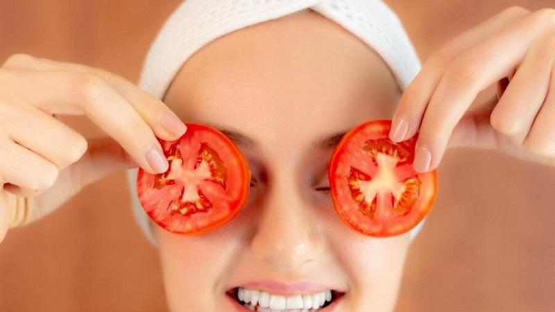 Đắp mặt nạ trị nám tàn nhang với cà chua