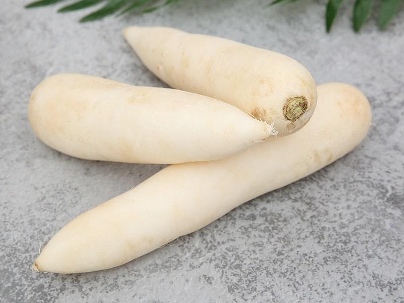 Củ cải trắng cũng là nguyên liệu mà bạn có thể áp dụng để trị tàn nhang