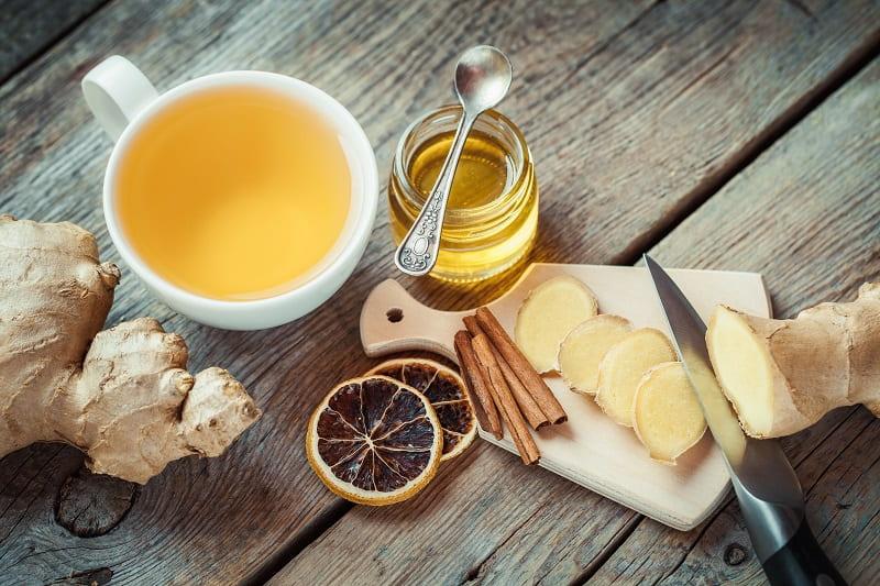 Uống trà gừng giúp tăng cường lưu thông máu, giảm lo âu căng thẳng
